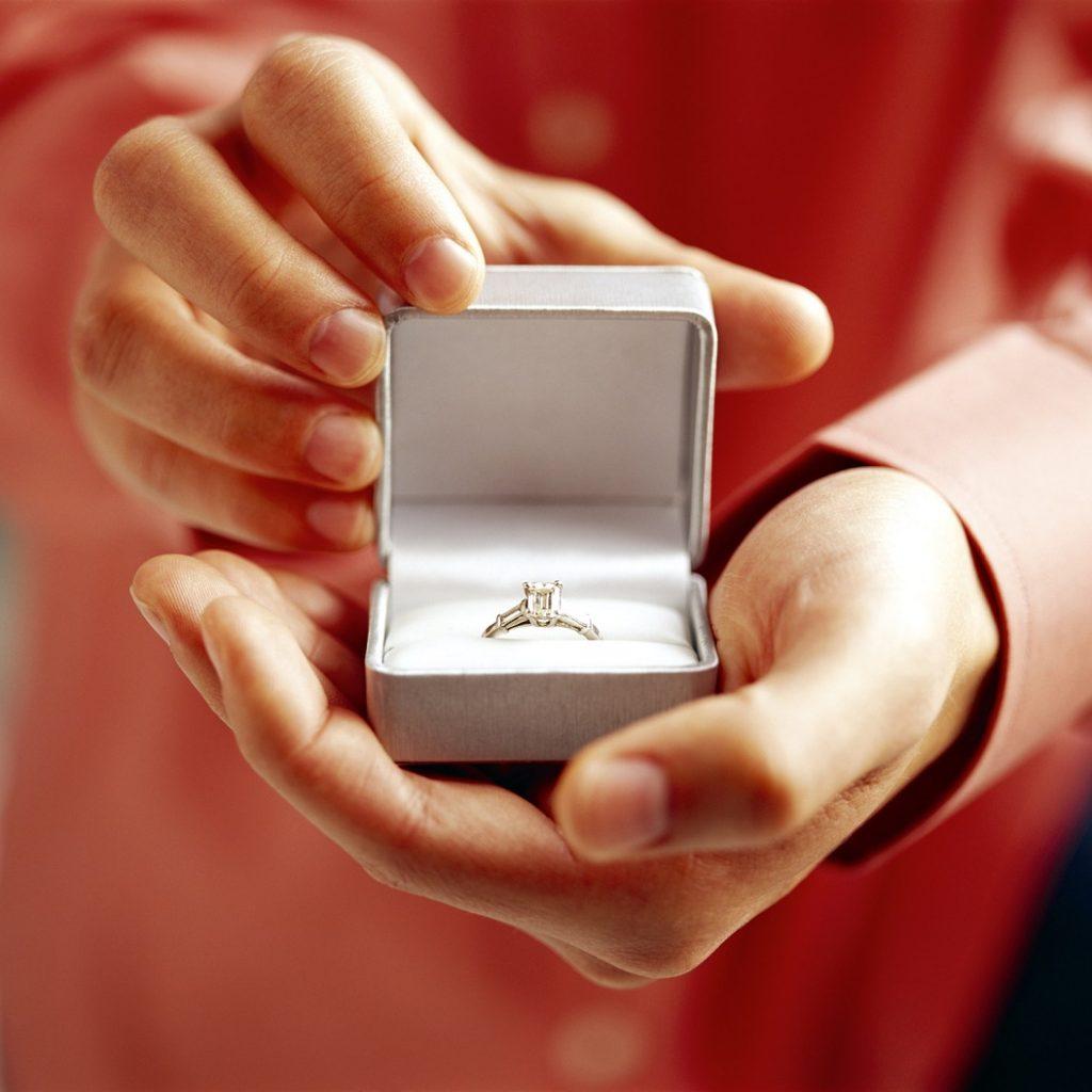 רעיון להצעת נישואין על יאכטה בהרצליה